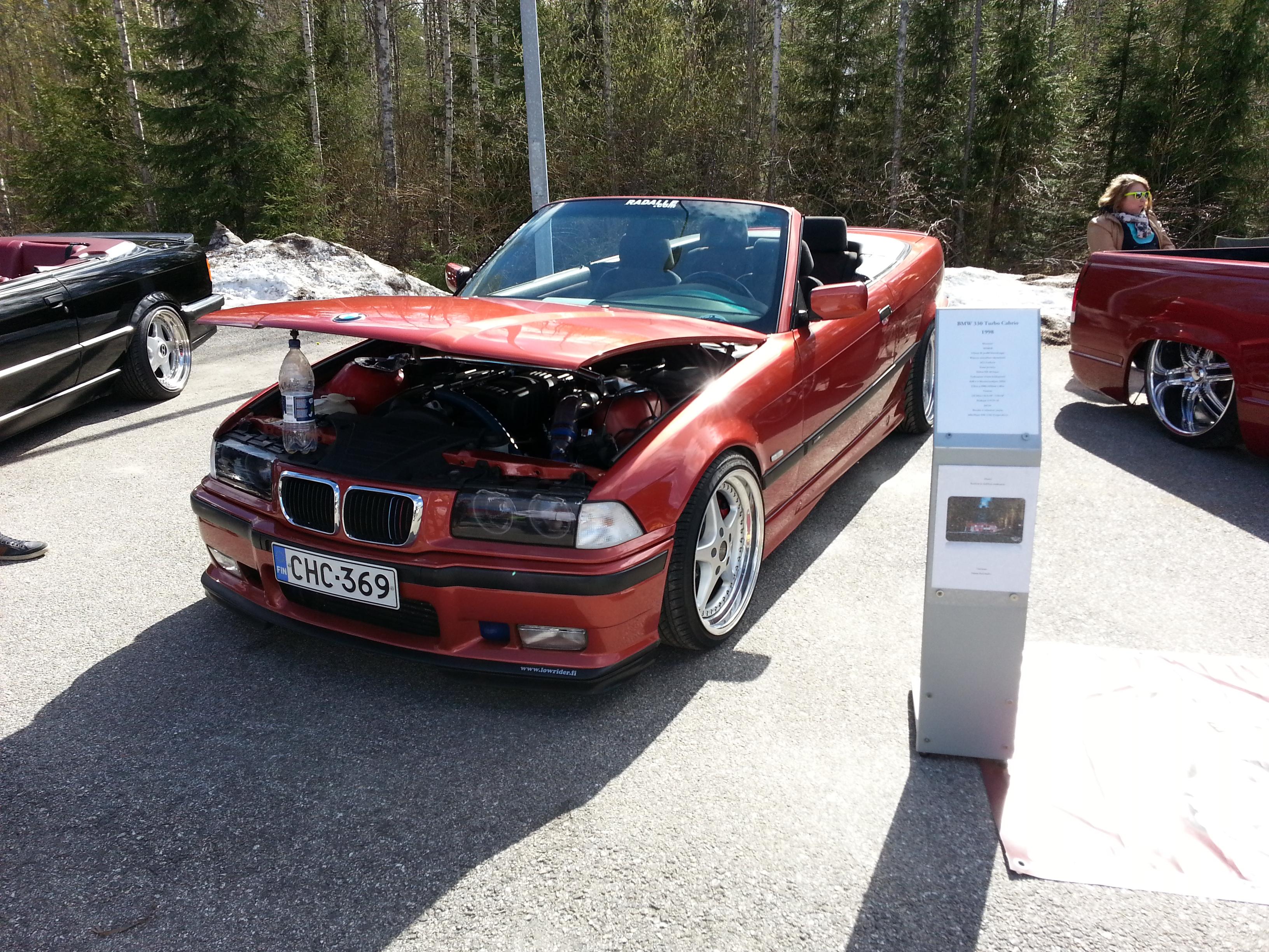 Lowrider.fi osastolla ollut BMW E36 Cabriolet.